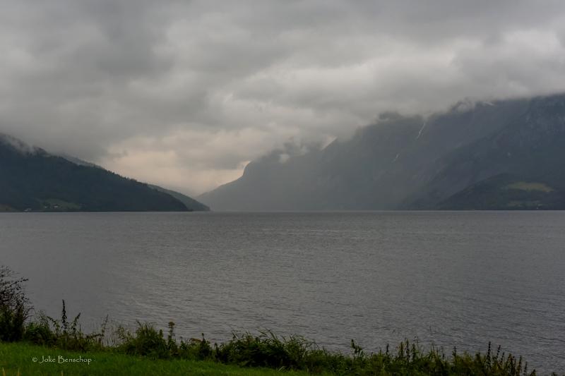 Prachtige wolken boven het meer bij Fagernes