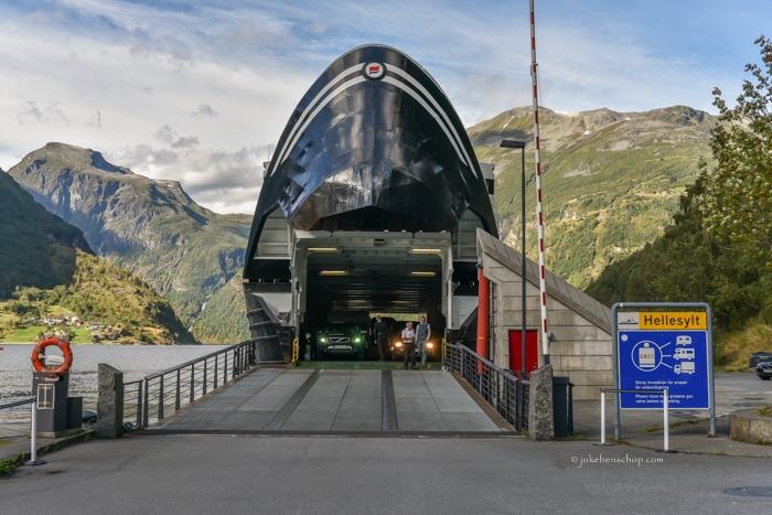 De veerboot naar Hellesyit over het Geiranger fjord.