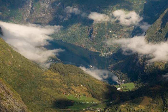 Bootje op het fjord