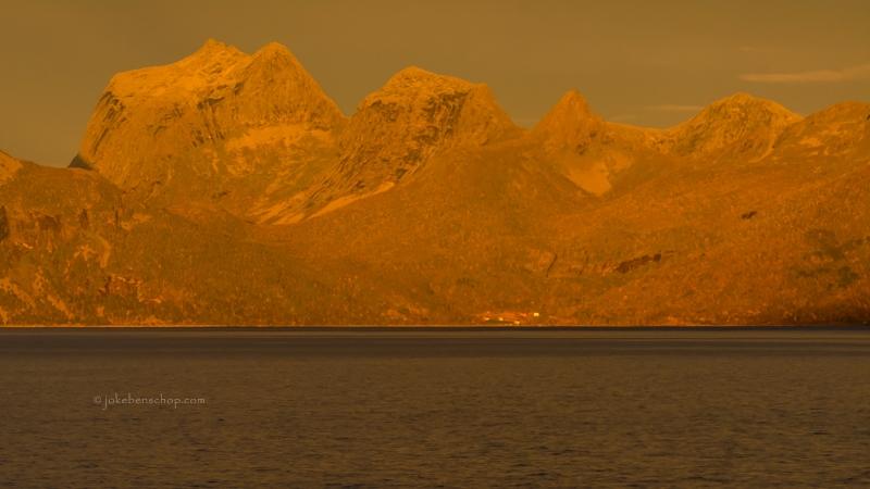 Gouden bergen op de Lofoten.