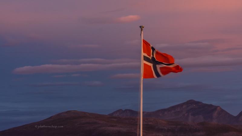 Stoer wappert de vlag van Noorwegen