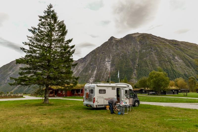 Op de Trollstigen Camping gaan we lekker buiten eten