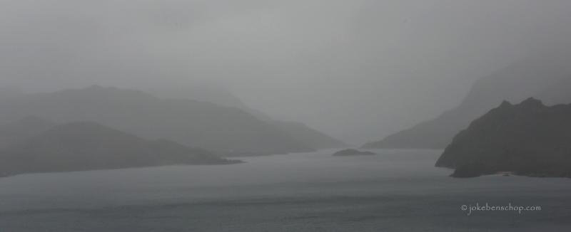Mistig fjord