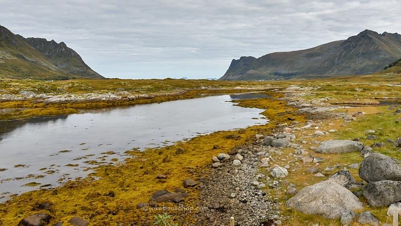 Uitzicht op riviertje op de Lofoten
