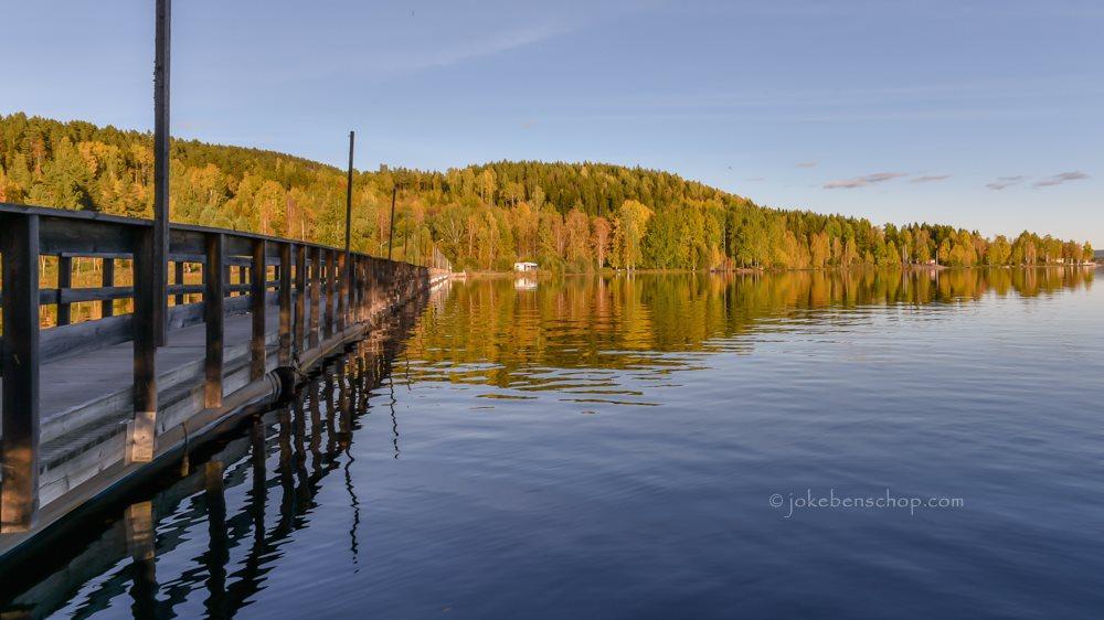 Plekje aan het meer in Jarvso