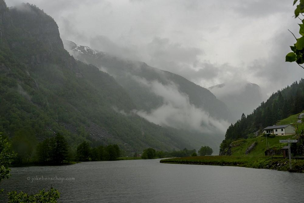 Fjord bij de Låtefossen Odda Noorwegen