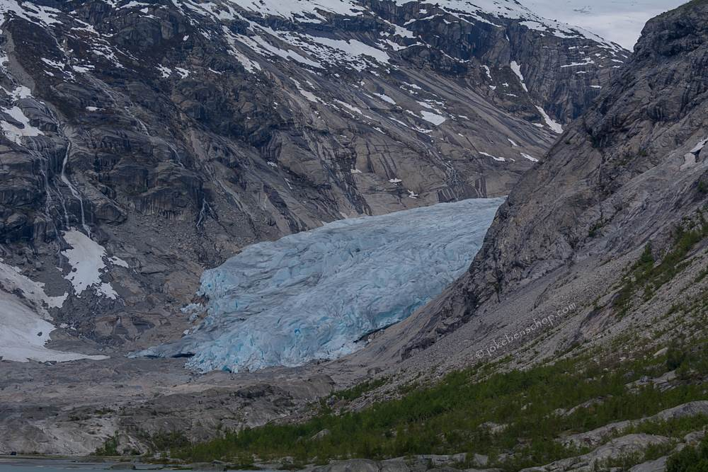 Gletsjer met diepe blauwe kleur