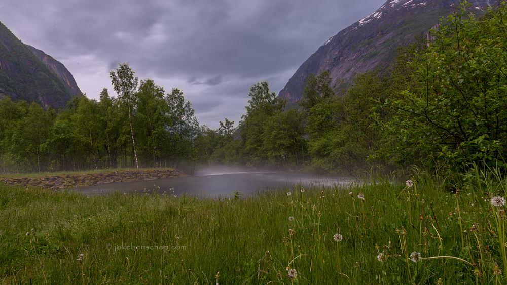Uitzicht vanuit de BBQ hut richting het fjord