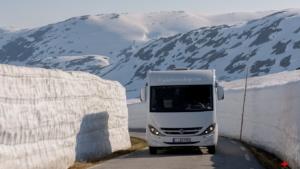 Veel sneeuw op de Tindevegen Norway
