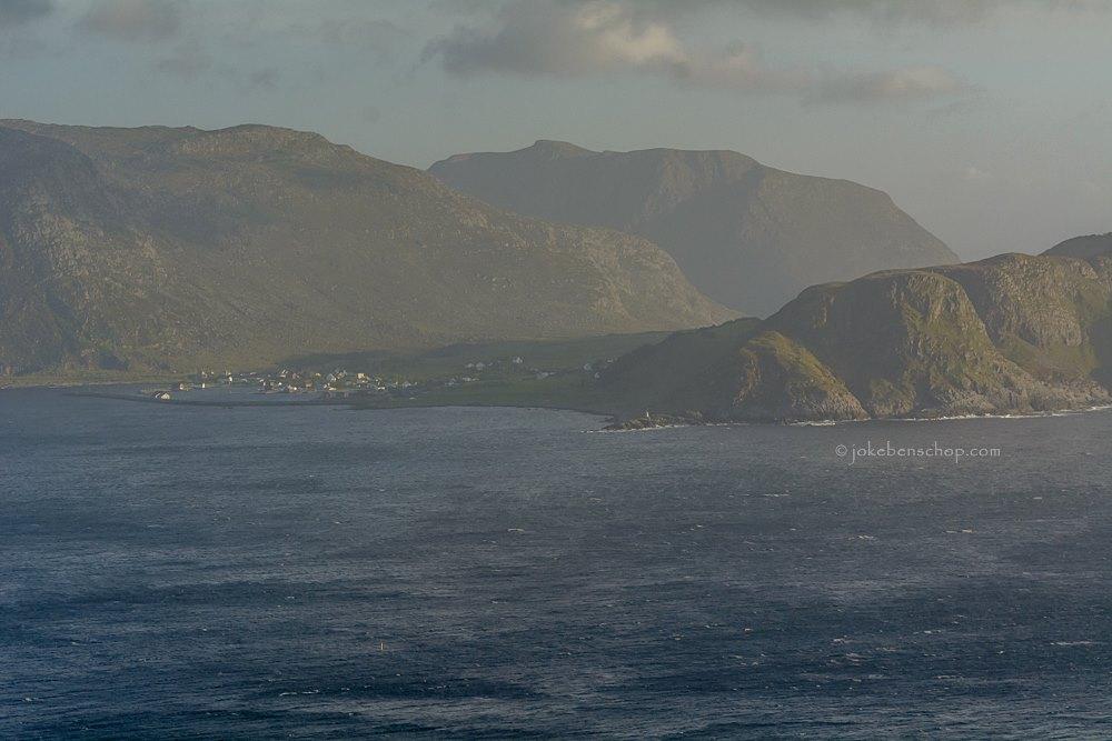 Een mistig uitzicht over zee