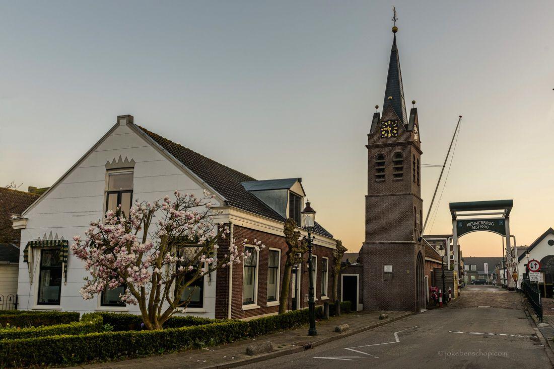 De tolbrug en vrijheidstoren van Nieuwerbrug in Bodegraven-Reeuwijk