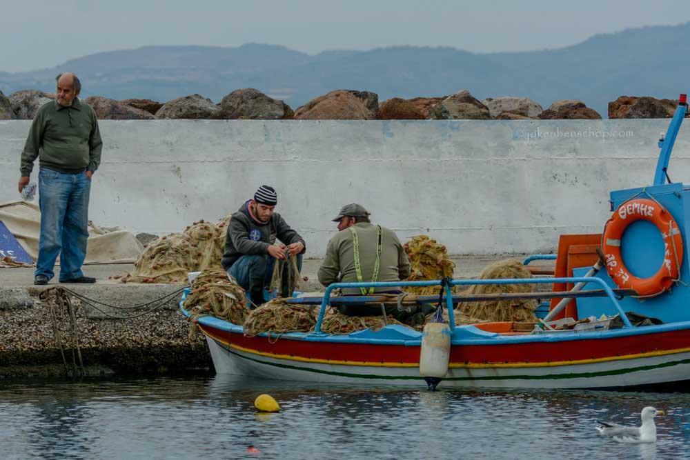 Vissers bezig met de netten