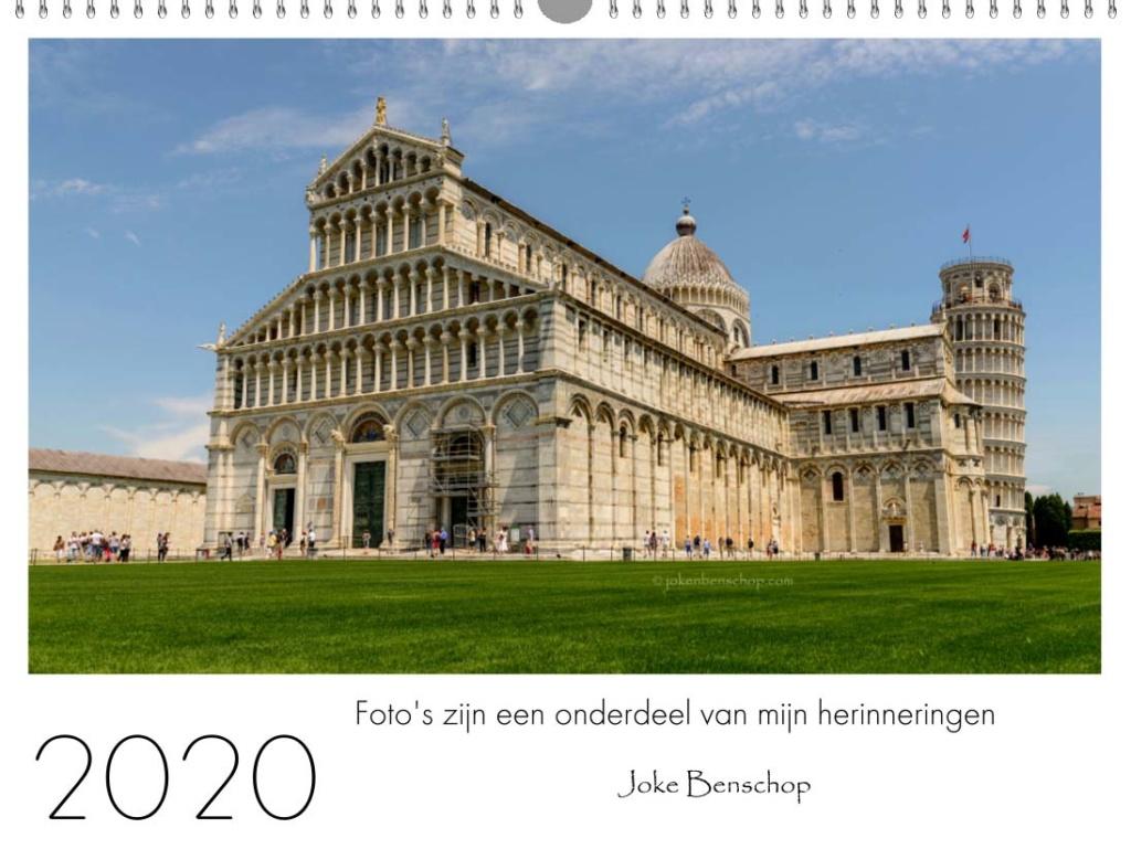 De kathedraal van Pisa met de beroemde scheve klokkentoren